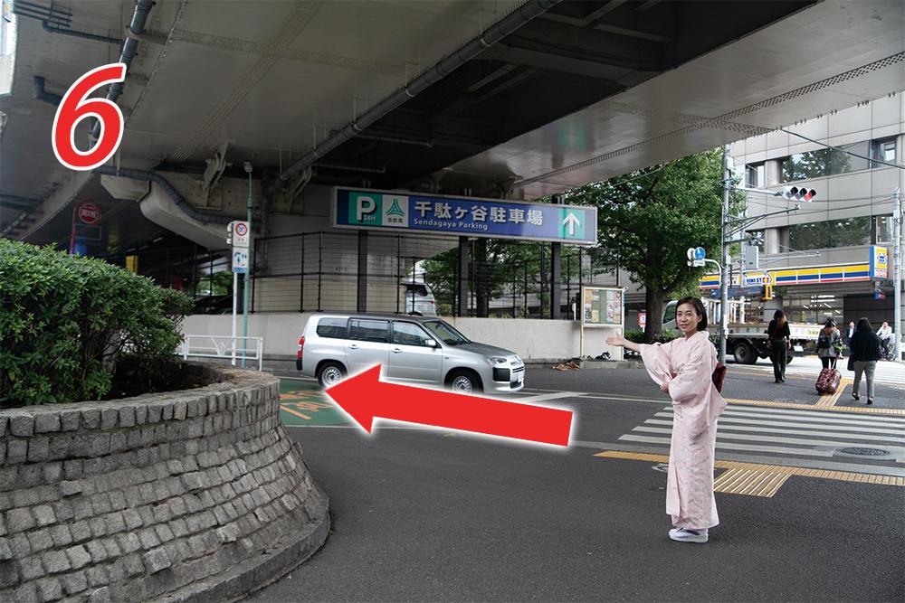 千駄ヶ谷駐車場の左脇の道を進む